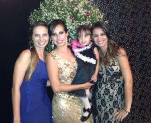 """República """"3 and a half women"""". Eu, Marina irmã, Bianquinha e Marina amiga."""
